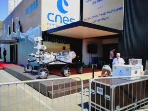 Maquette du Robot Mars Rover Curiosity sur le pavillon du CNES lors du Salon International de l'Aéronautique et de l'Espace 2017 (Le Bourget)