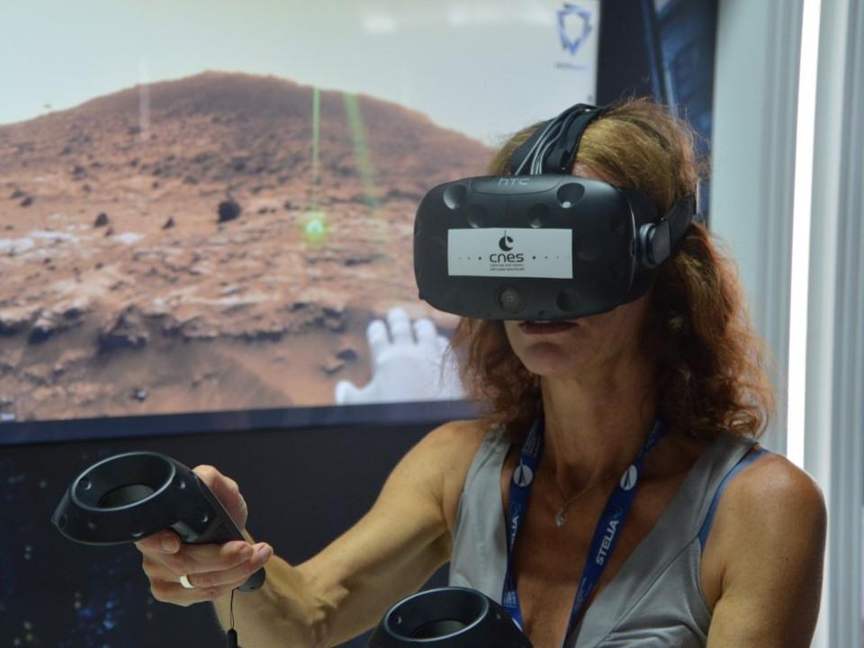 Voyage sur Mars grâce à l'application VR2Mars sur le pavillon du CNES lors du Salon International de l'Aéronautique et de l'Espace 2017 (Le Bourget)